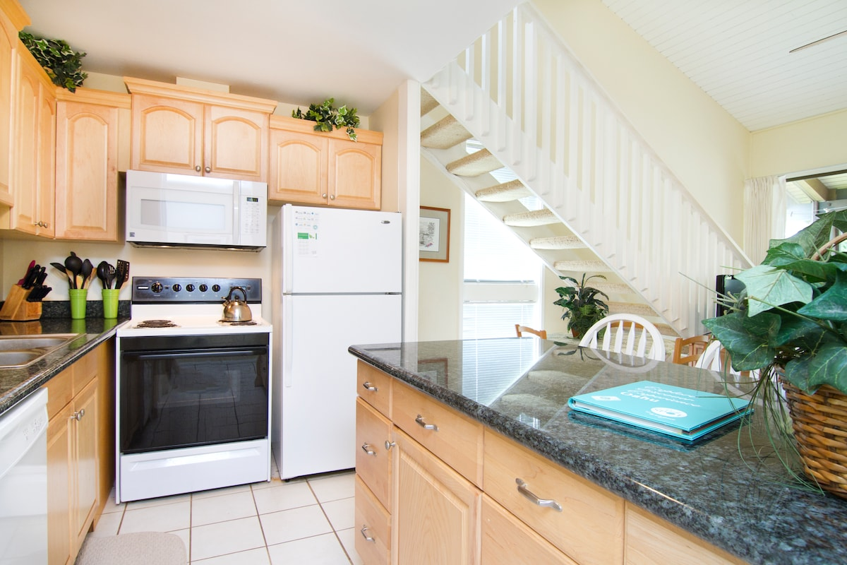 Upgraded Kitchen with granite countertops and new appliances