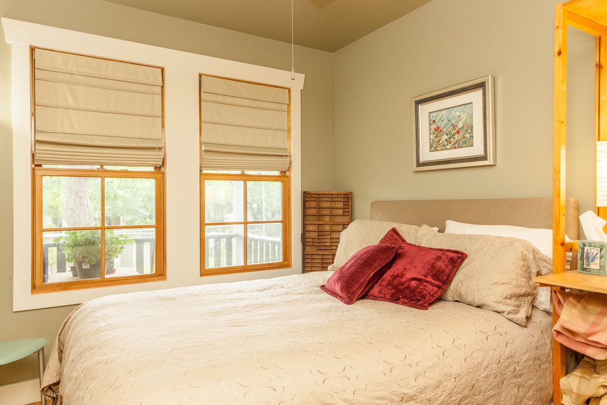 Comfy Private Guest Room