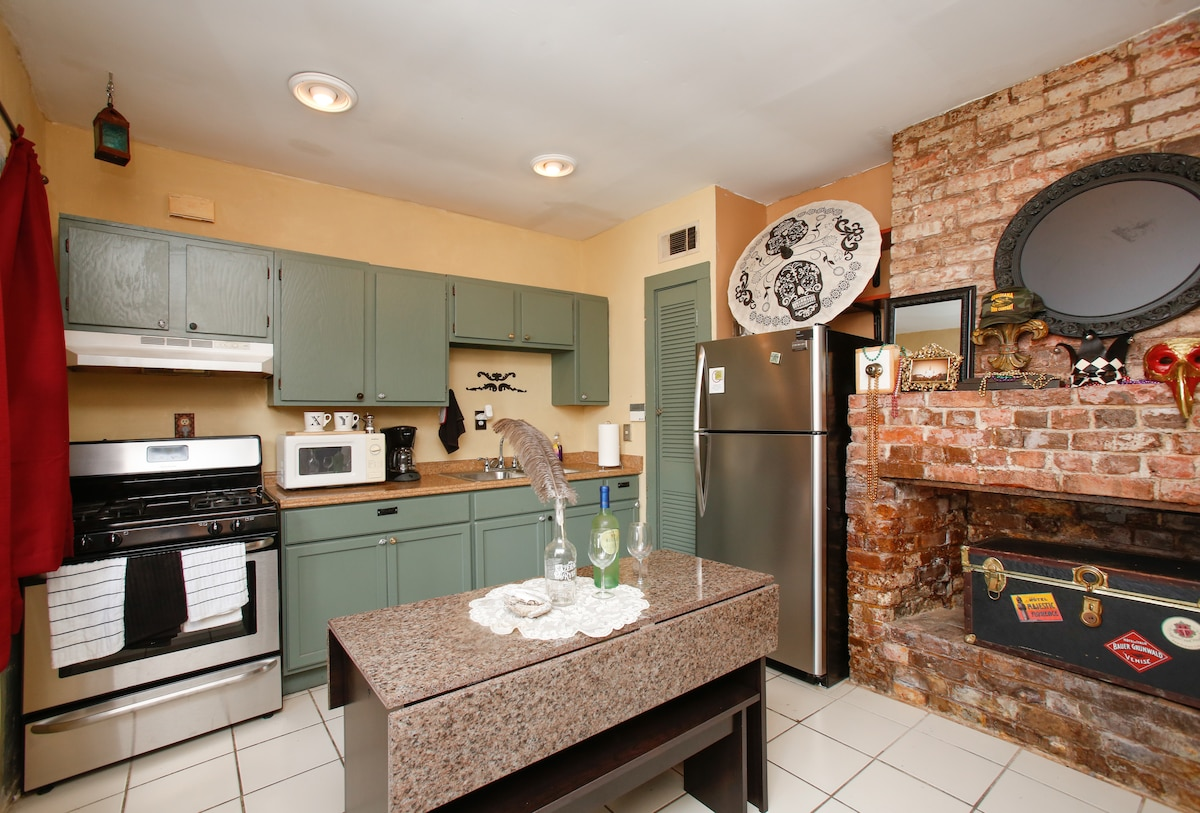 Full kitchen with all the amenities and chilled water cooler.