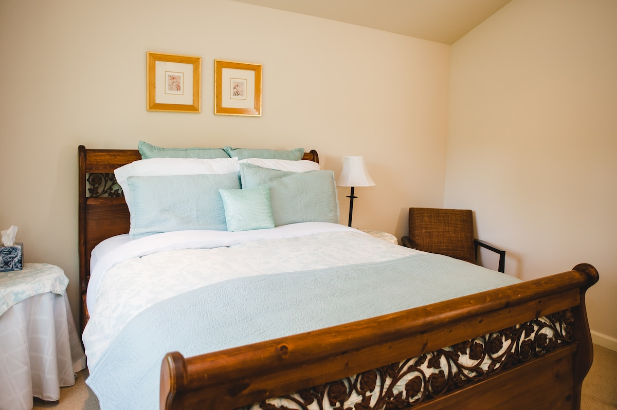 Guest room with real queen bed