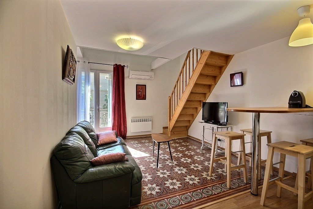2 bedrooms , terrace, AC, downtown