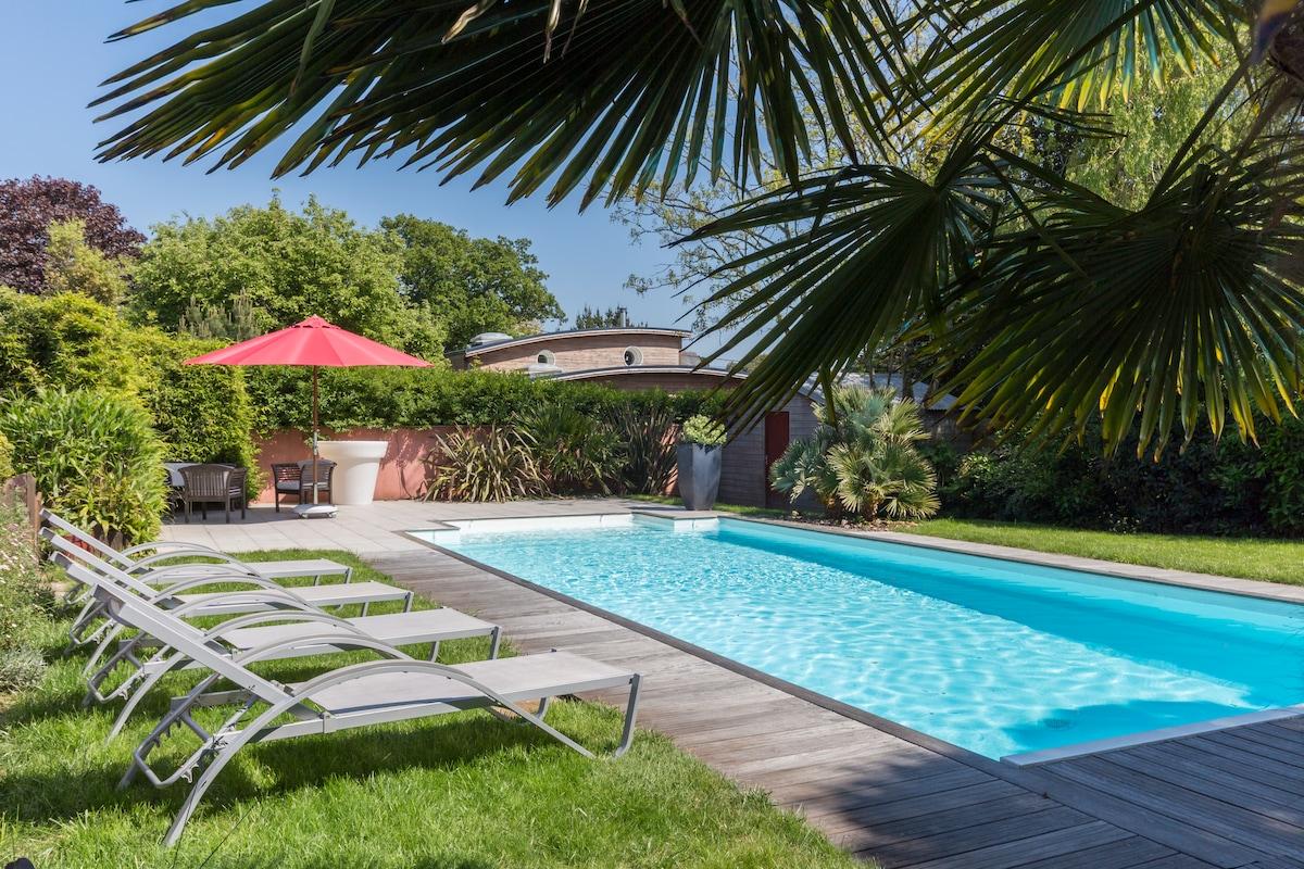 Cottage avec jacuzzi piscine saint nazaire for Piscine avec jacuzzi