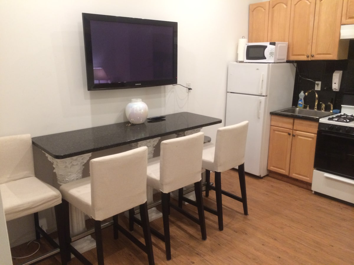 Midtown West 1BR with Back Yard