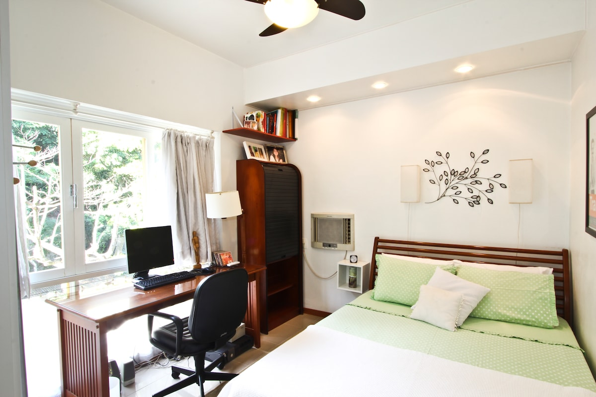 The room has a double bed, a/c, ceiling fan, internet and a lovely view to the woods.