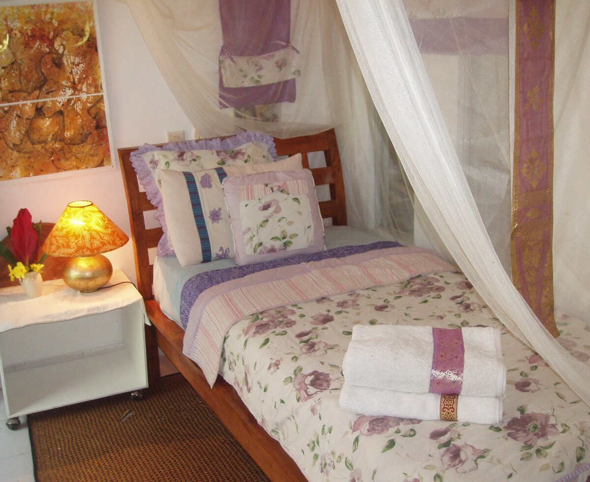 OWN DESIGNED BED SET: IN TONES OF LILAC AND BLUE - MATCHING PILLOW CASES AND BATH TOWEL.. LADIES LOVE IT