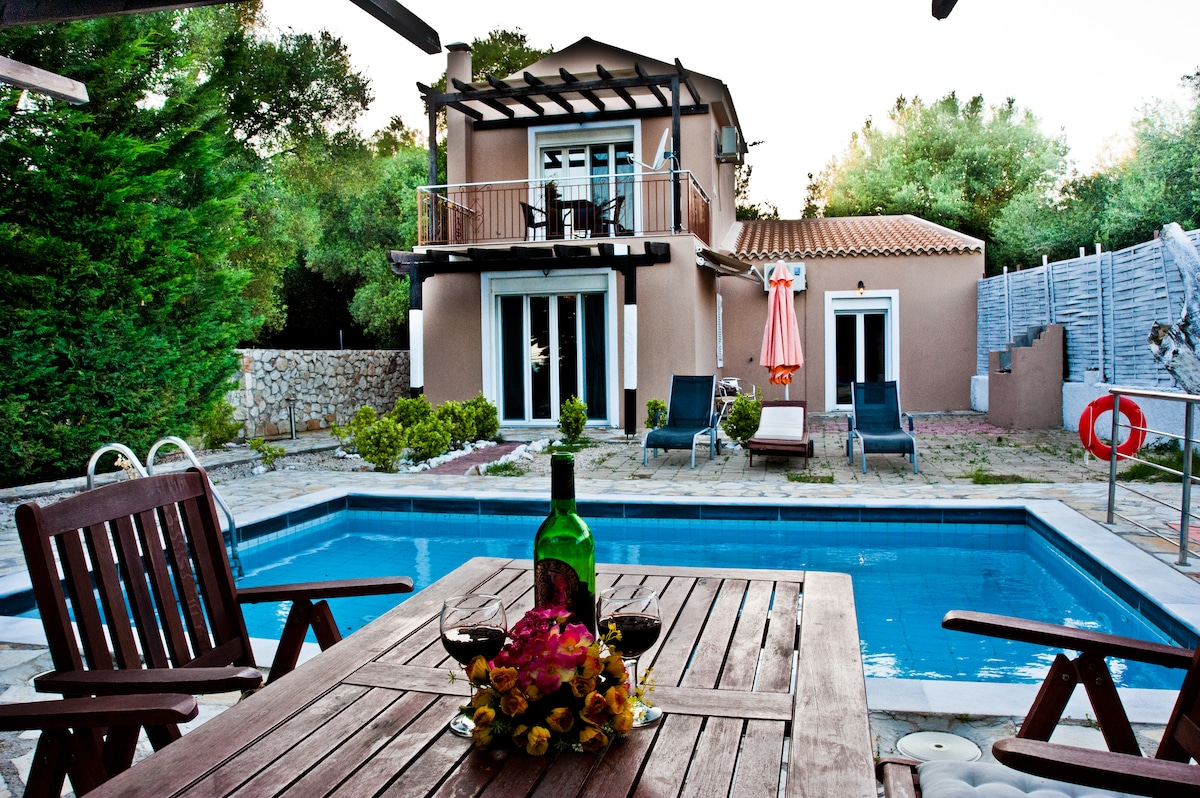 luxury private villa with pool!!!