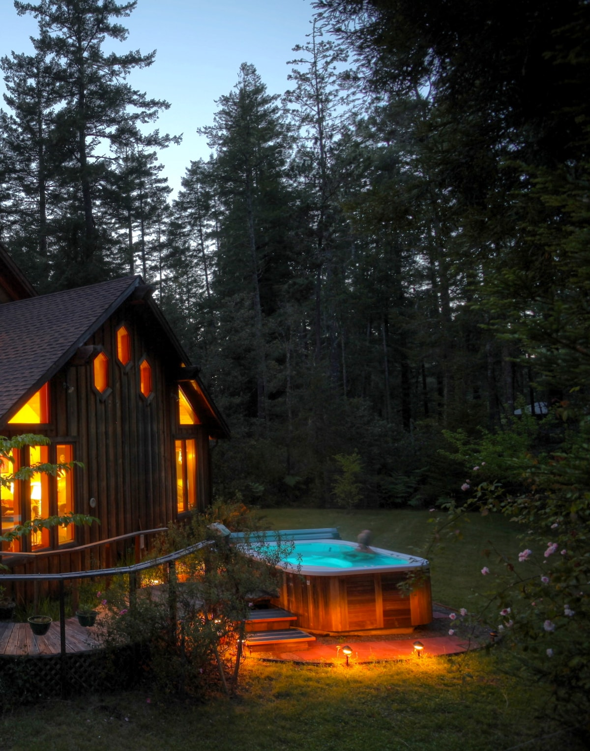 Hot tub on the eastern side of the house with forest all around