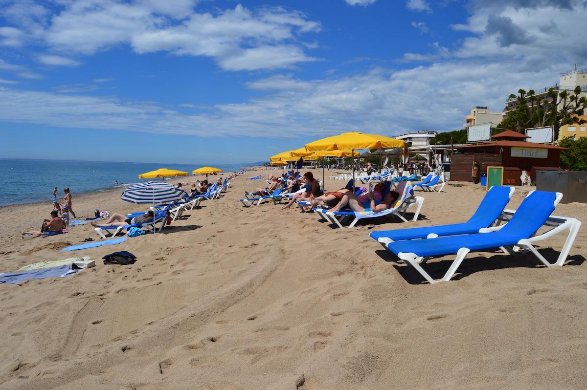 Villa  8-15 pers, pool, 800m beach