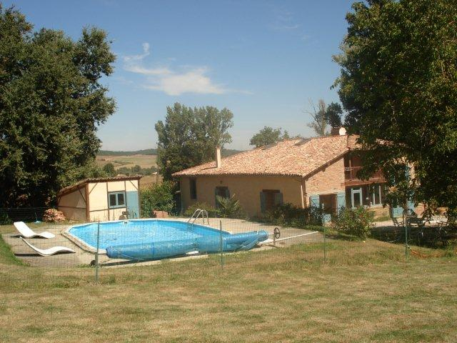 Farmhouse with pool in South for 11