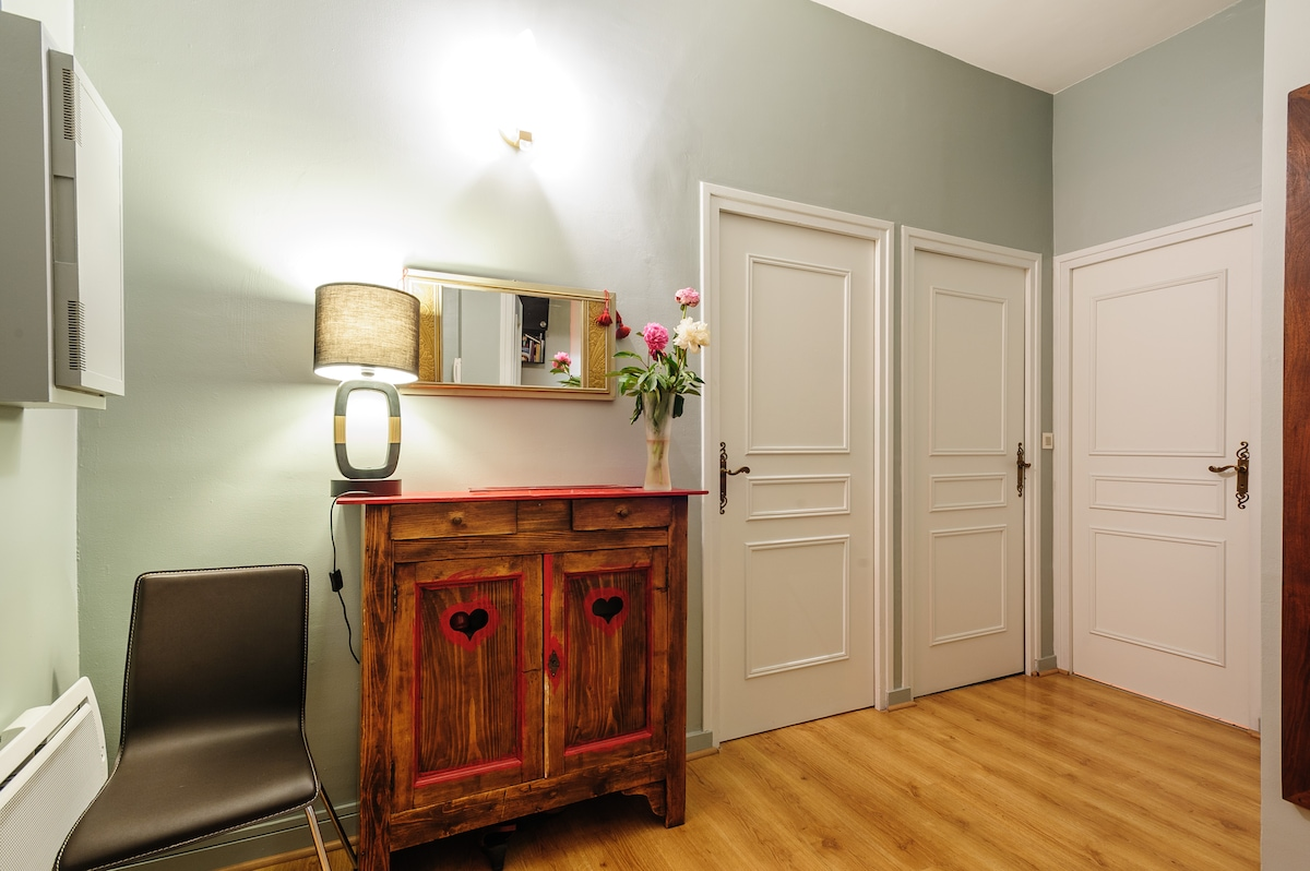 Lyon holiday rentals accommodation airbnb for Chambre chez l habitant lyon