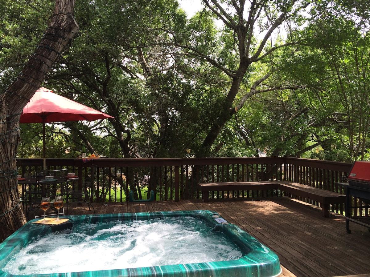 Large Comfortable Austin Tree-House