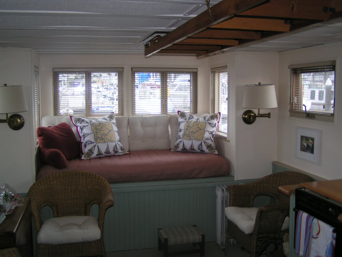 """""""Miss Peaches"""" Houseboat"""