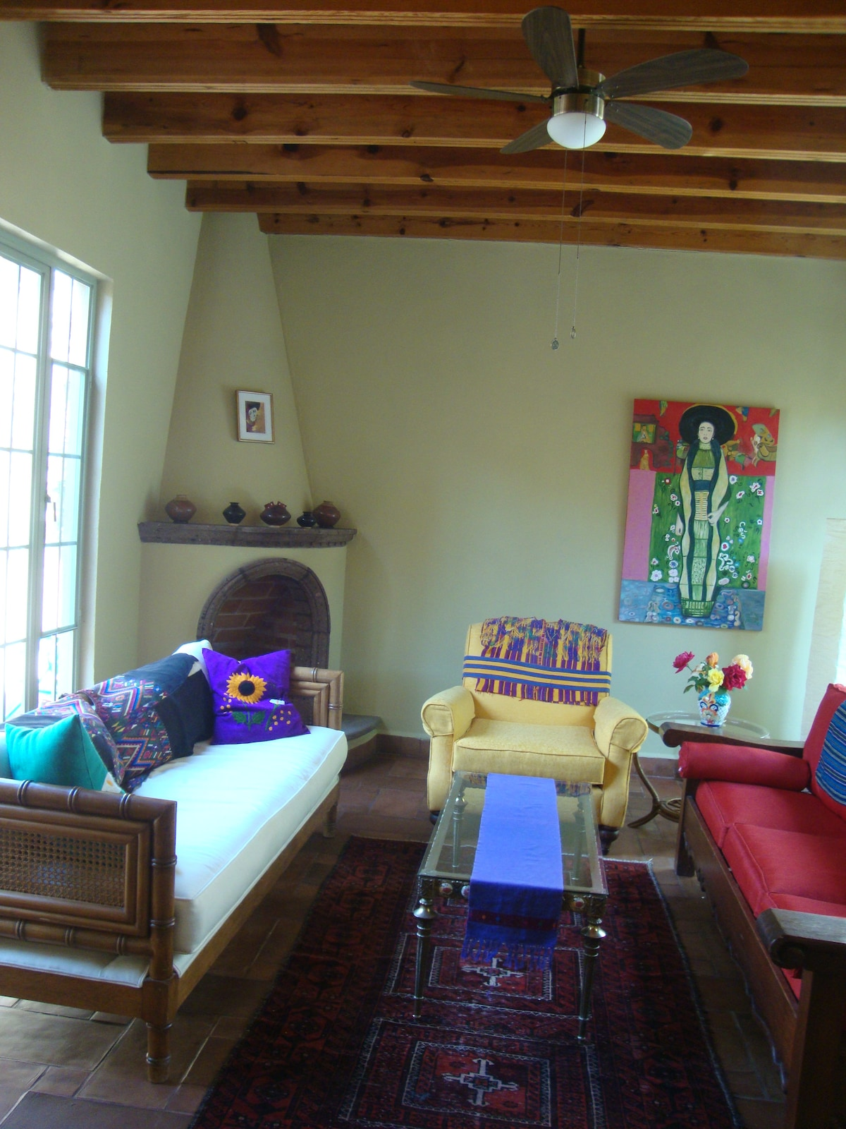 Cheerful, Artistic, 2BR+ House!