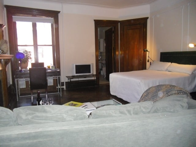 Room with queen bed and queen sleeper sofa for max 4 people.