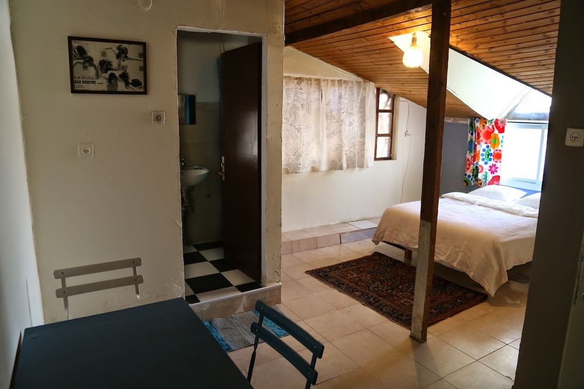 Room with bathroom at city center