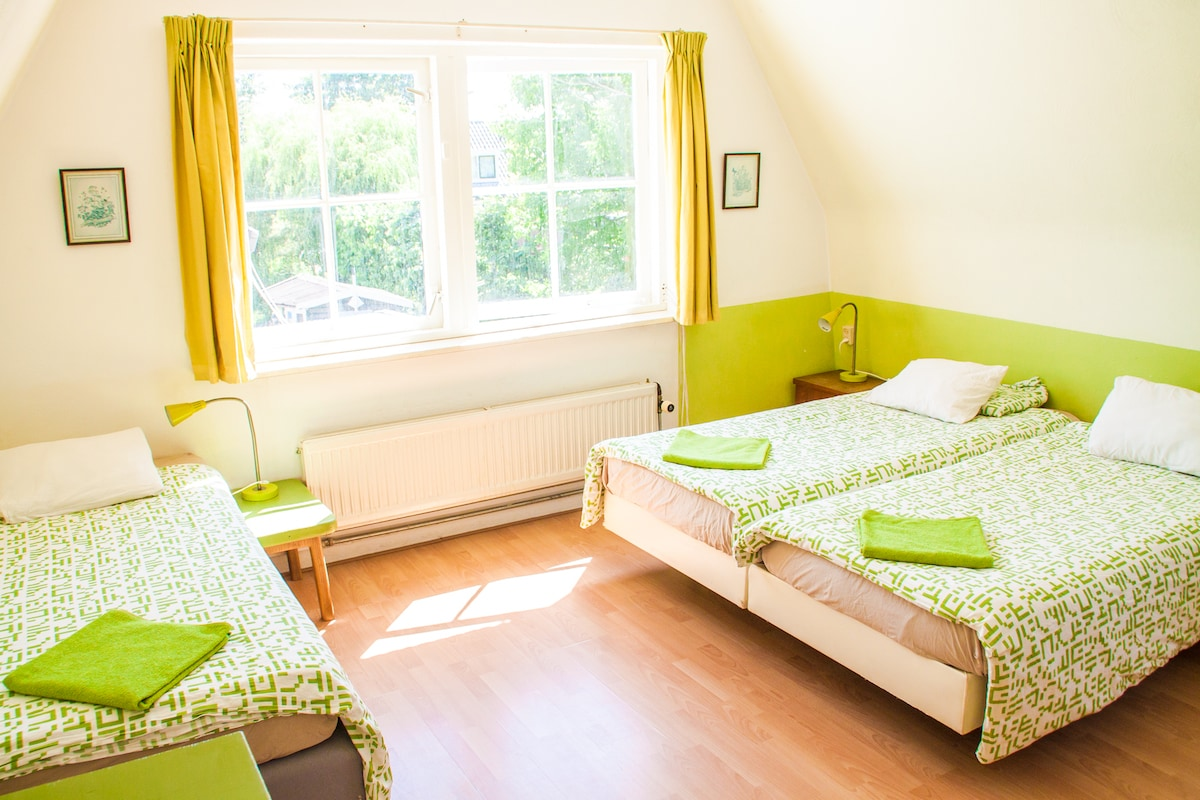 Nice B&B 8 min from Amsterdam CS