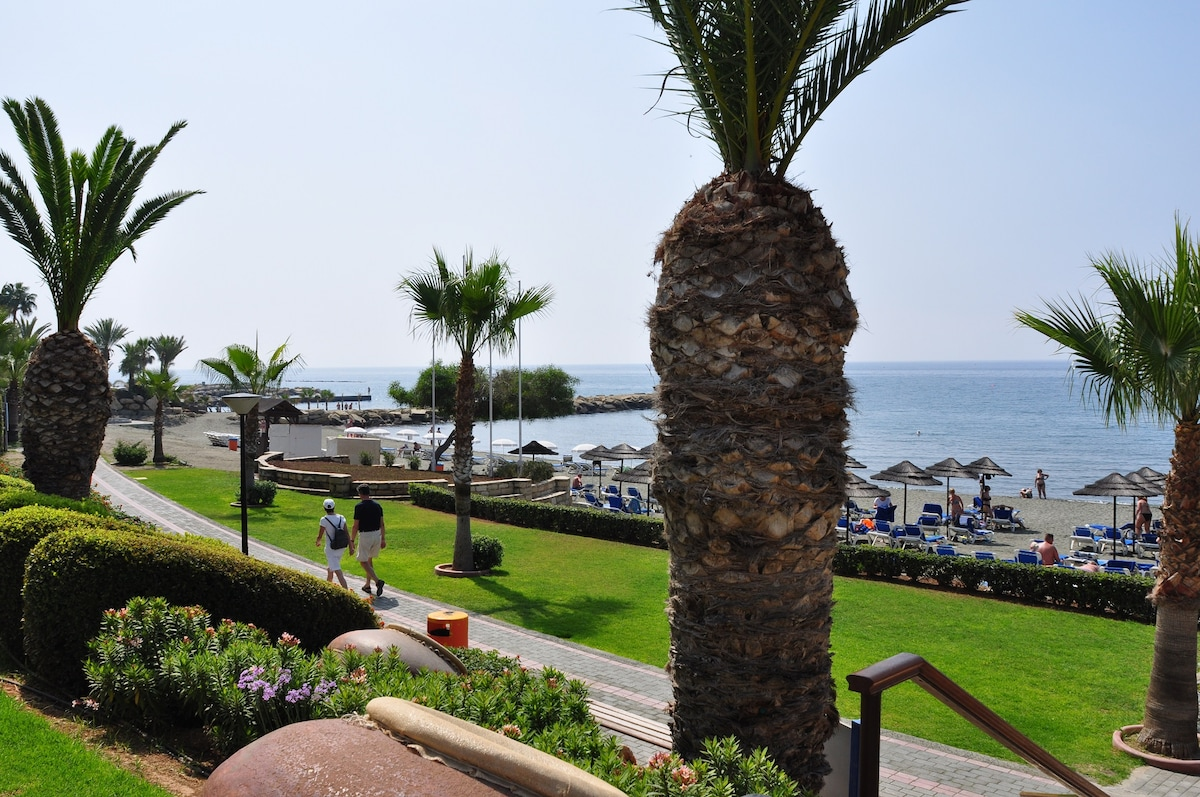 Lovely flat on Mediterranean beach