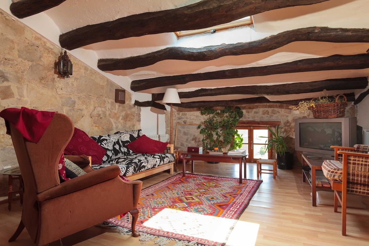 Beautiful rural penthouse 110km BCN