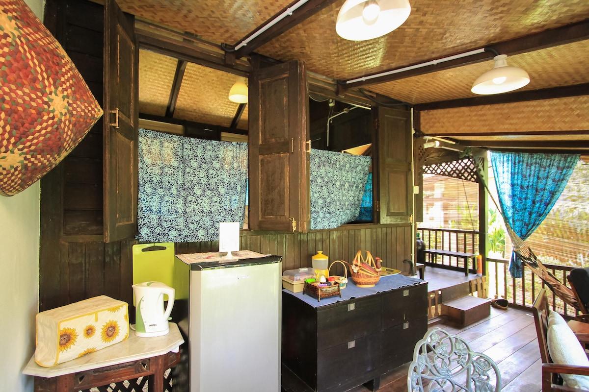 Electric kettle, Toaster, Fridge & Soft-boiled egg maker.