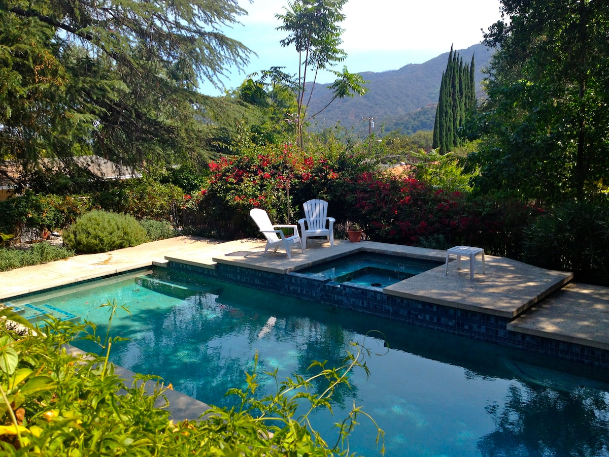 Families! 2 BR Sleeps 5, with Pool
