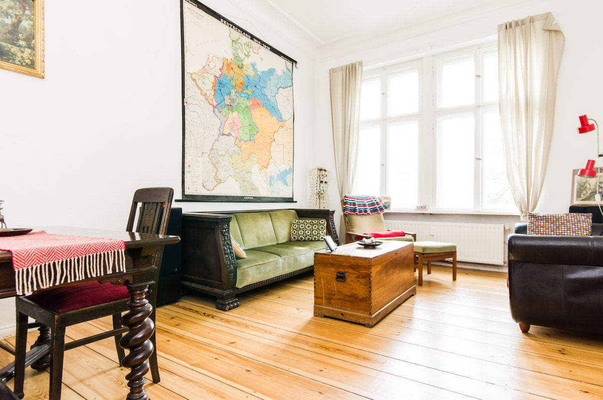 The shared dining room and the old map view