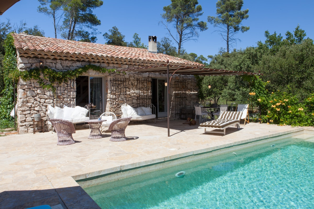Luxury stone house, priv.pool bliss