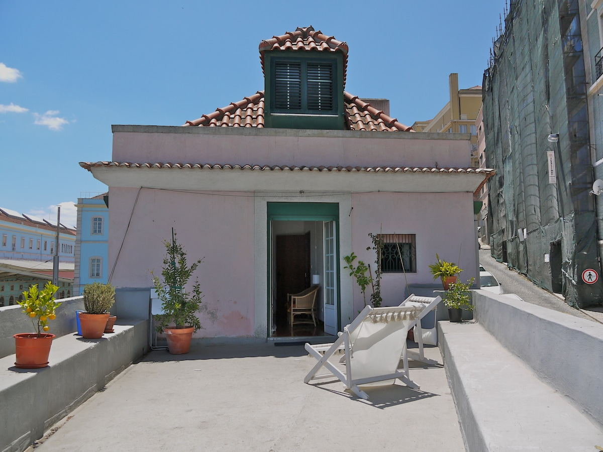 sunny house in the heart of Lisbon