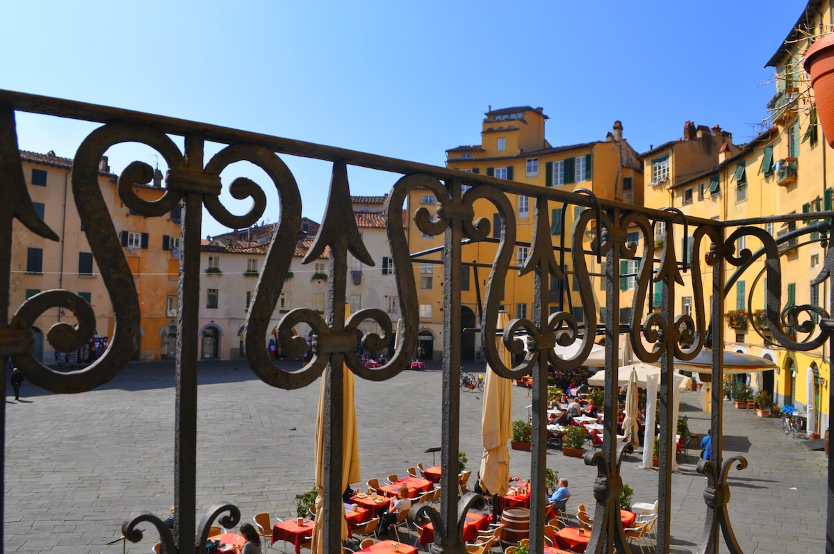THE AMAZING VIEW OF THE NICEST ITALINA PIAZZA