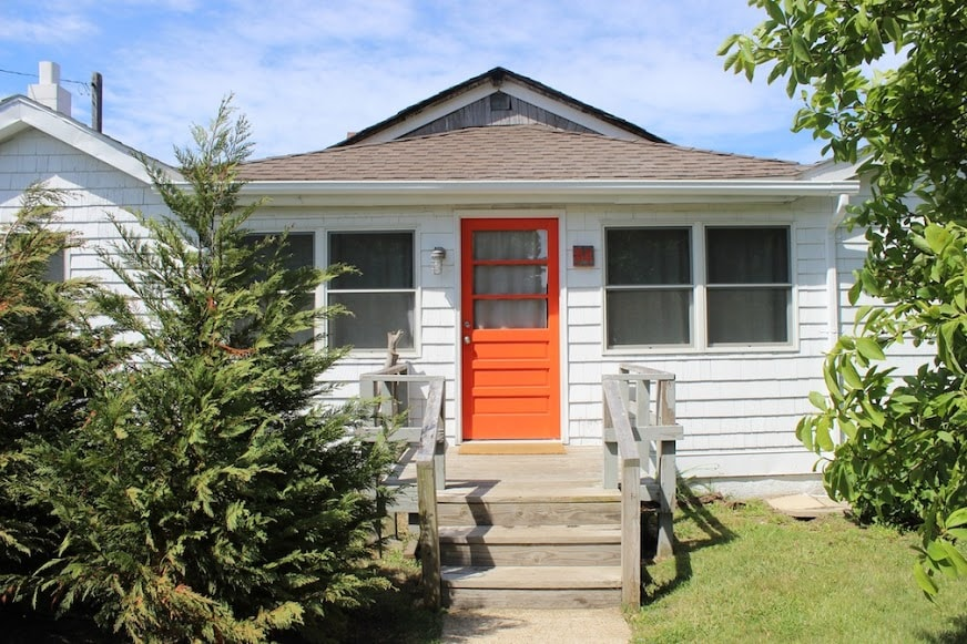 Renovated 1930s fishing cabin. Spacious, well lit and sleeps 6