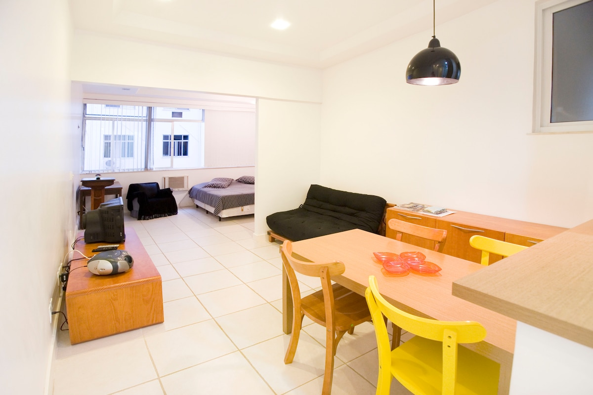Open plan kitchen, living rom and bedroom, lots of space to chill out in our apartment