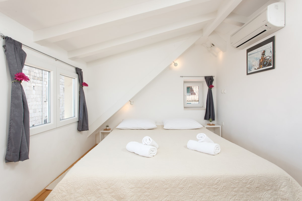 East & West rooms with sea view ***
