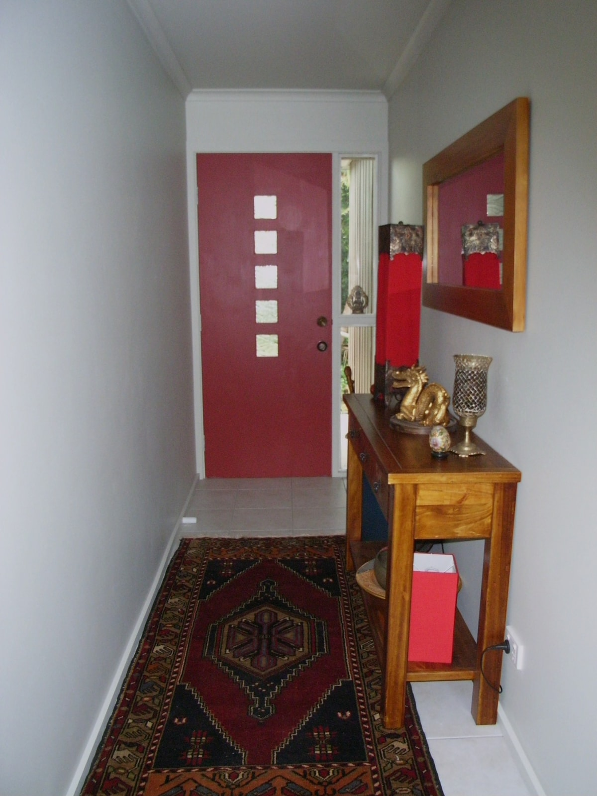 Guest suite's  own pvte hall and  entrance...
