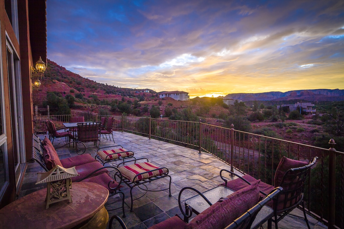 You will be mesmerized by the stunning panorama of red rock formations from the huge deck...including full unobstructed views of cathedral , pyramid and 7 sisters rocks