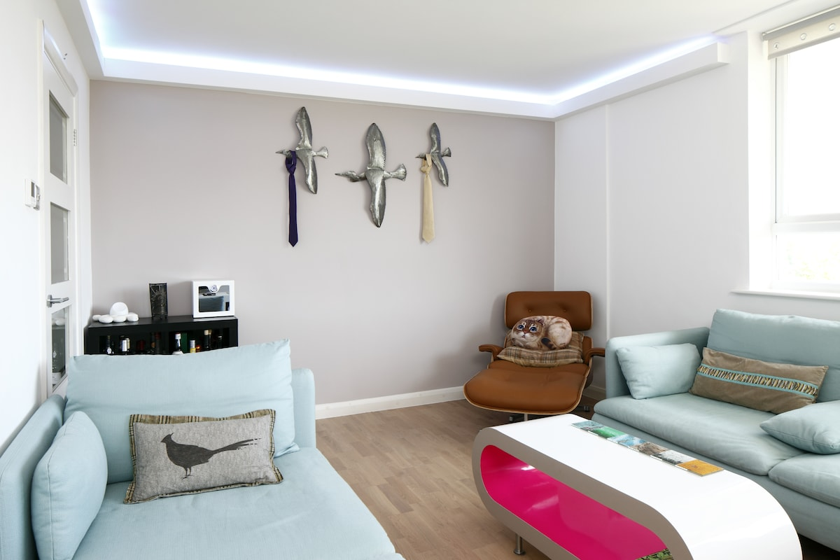 2 BDR Flat seconds from the Beach!