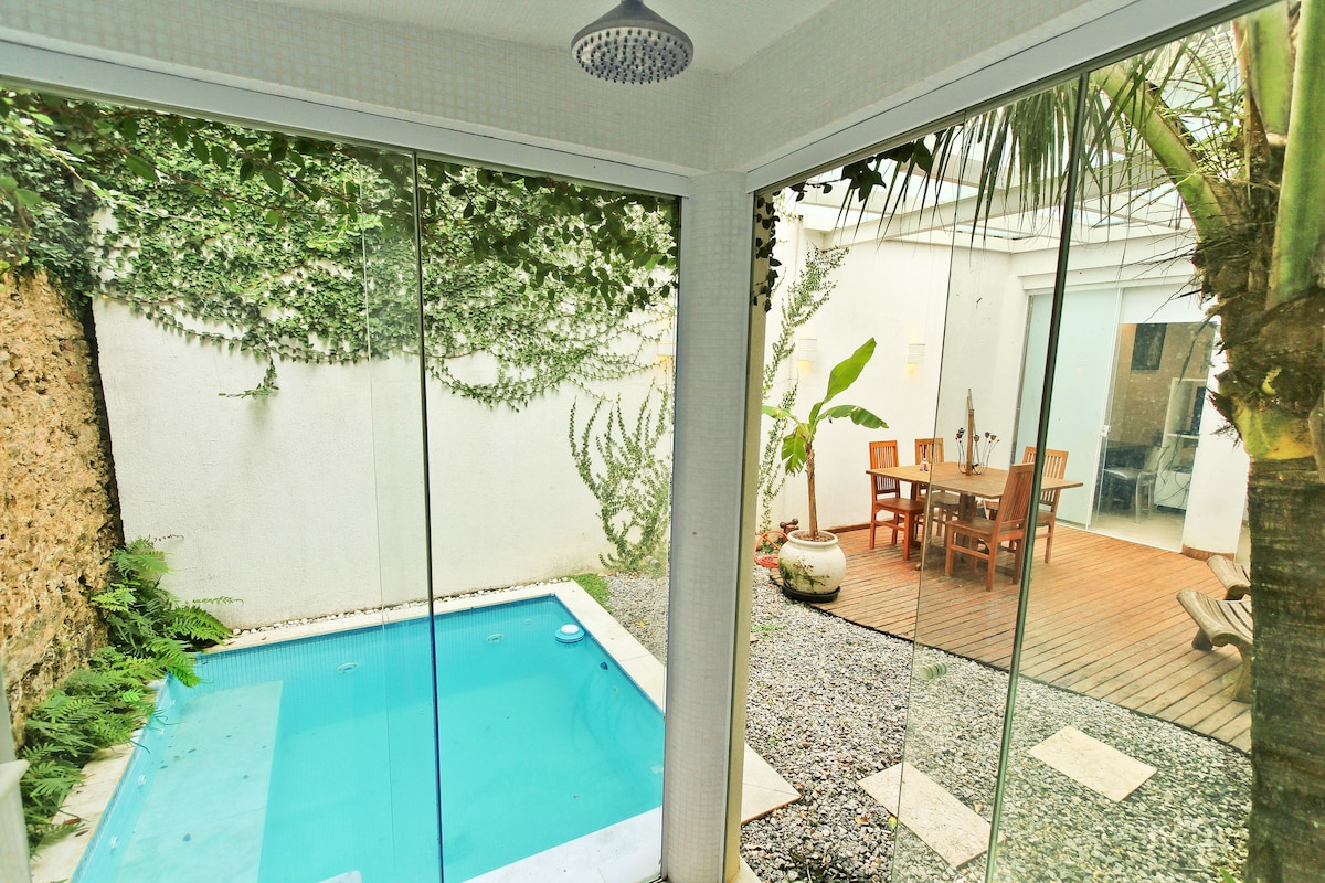 jardim privativo com piscina e sauna/ Private garden with pool and sauna
