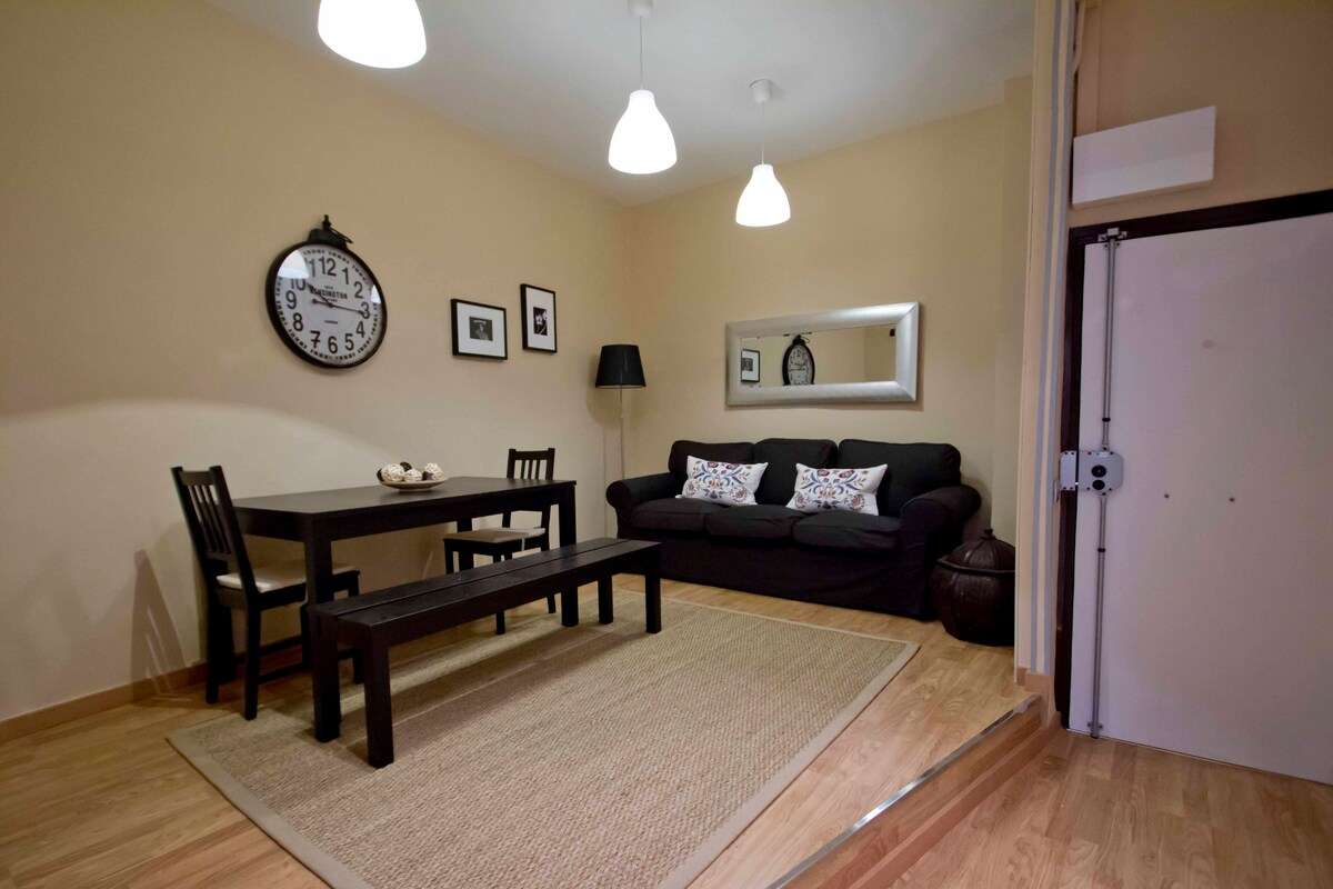 Beautiful spacious living / dining area, more chairs can be provided for big groups