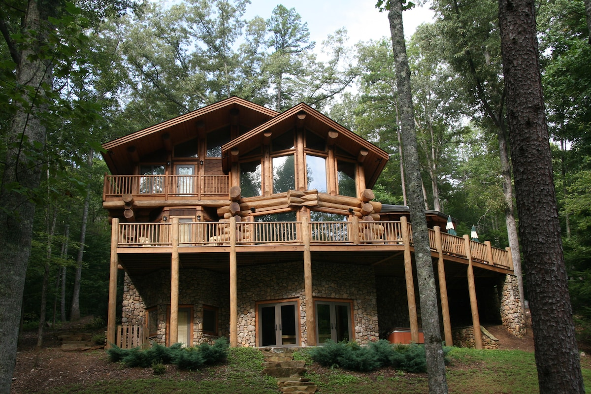 Spectacular Toccoa Riverfront Cabin