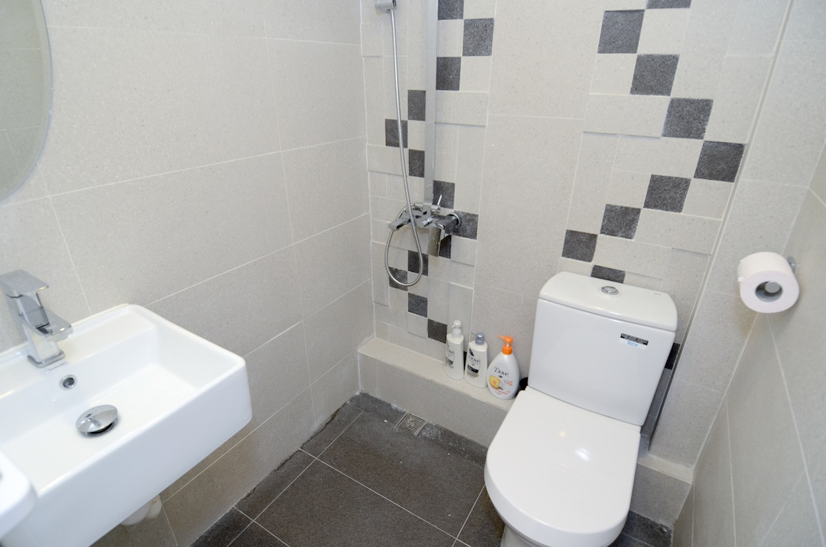 Attached Bathroom of Master Bed Room