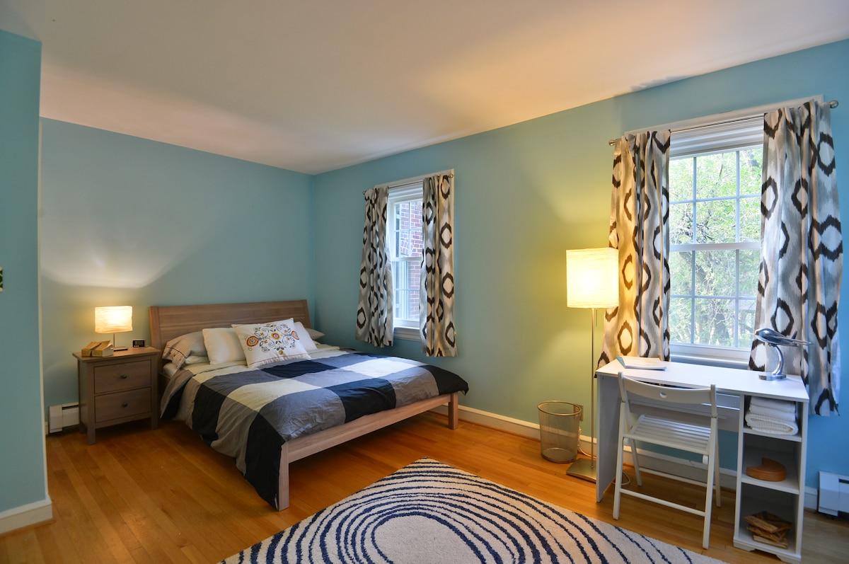 Calming 1BR/1BA in Designer House