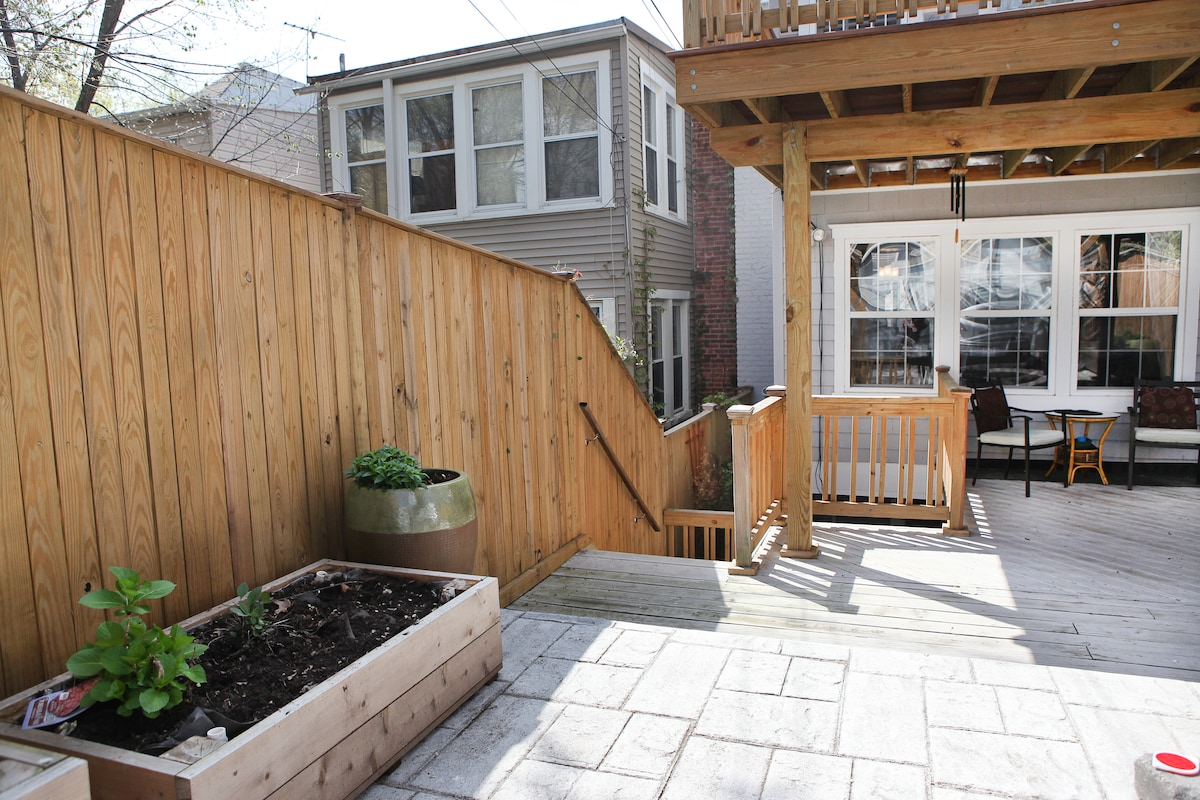 Secure and private entrance to BnB via rear lane way.   Guest suite and courtyard downstairs.