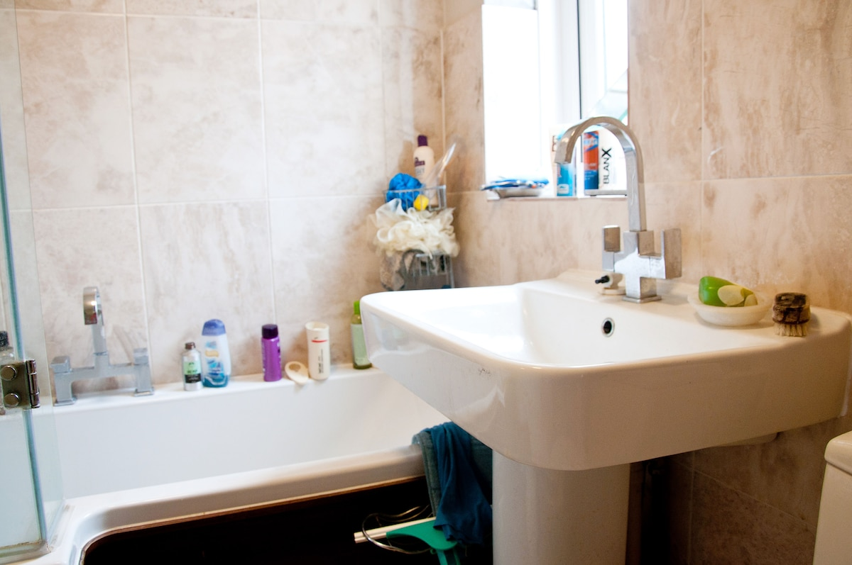 Picture of the bathroom - shower/bath and sink
