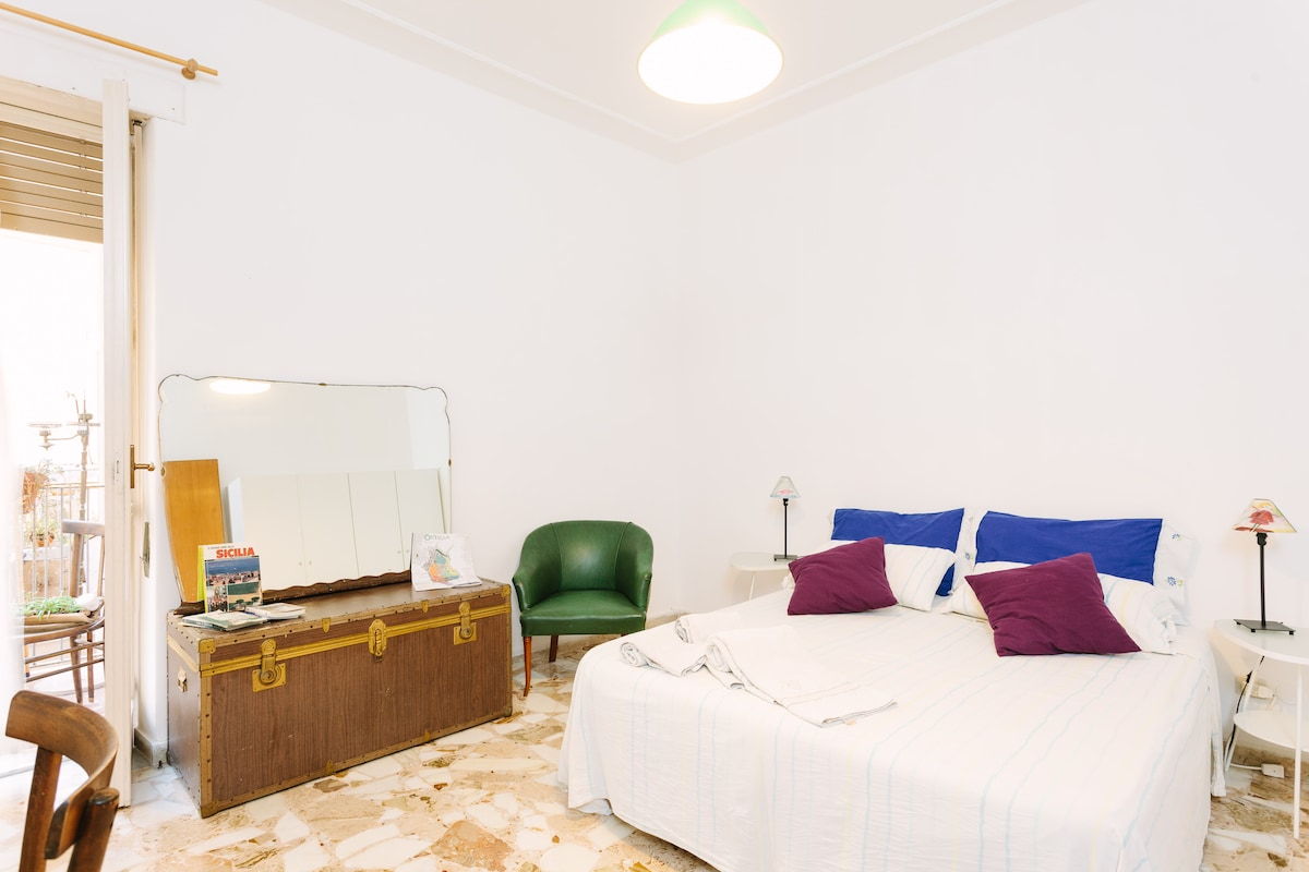 Room with facilities in Ortigia