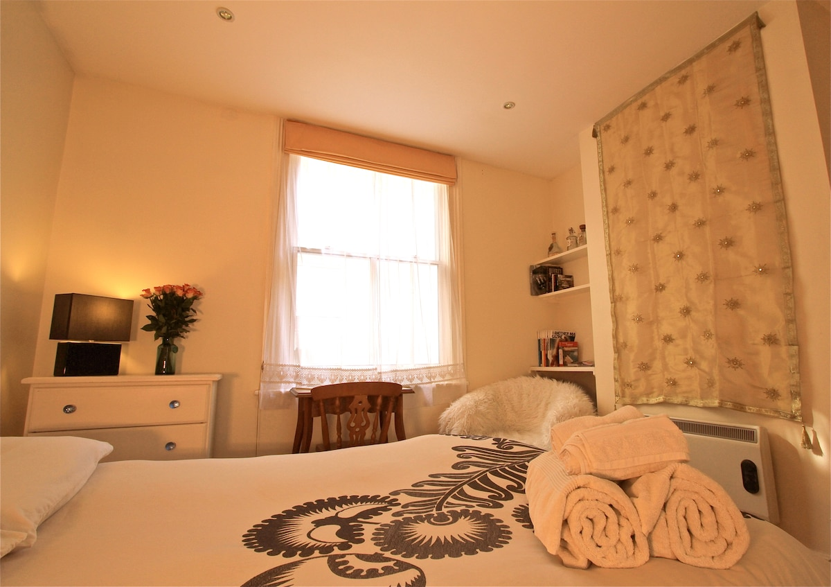 Earls Court - LARGE DOUBLE BEDROOM