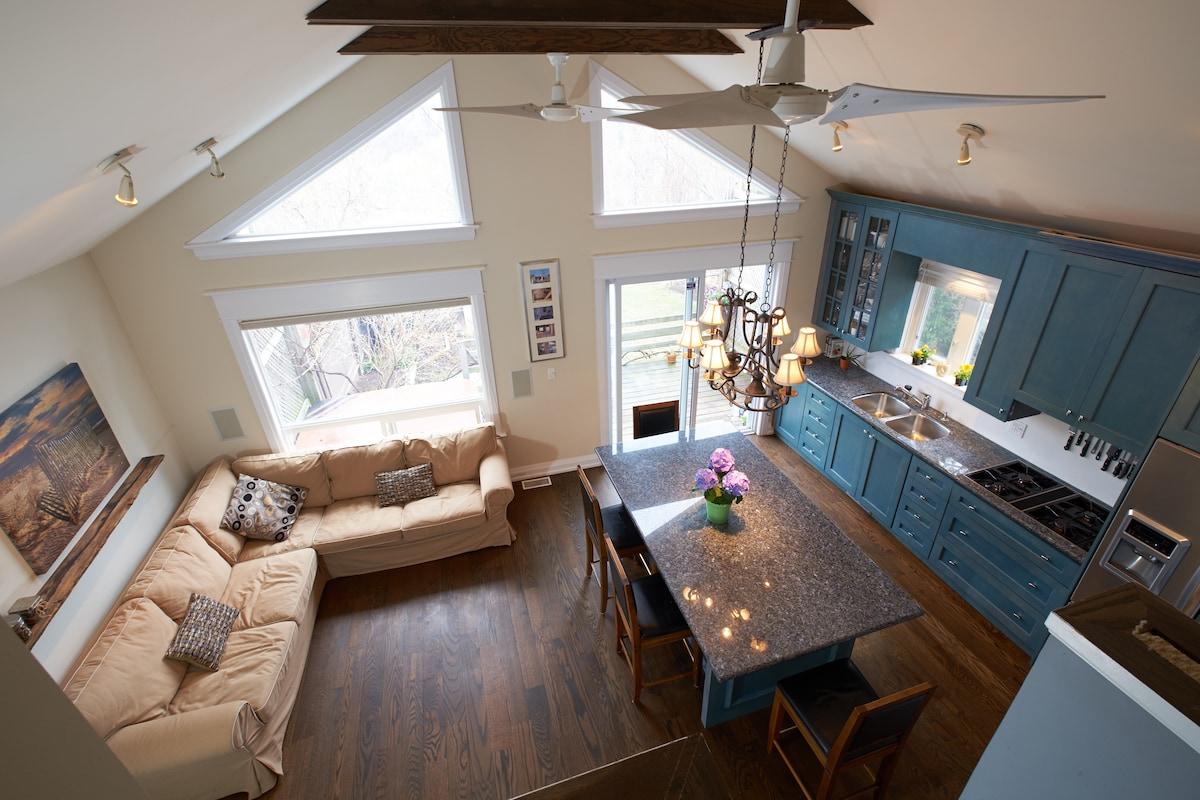 Danforth 14ft Ceilings! 3bdrm House