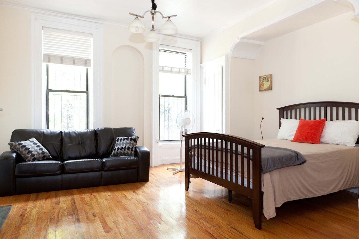 Charming Brownstone, sleeps 4