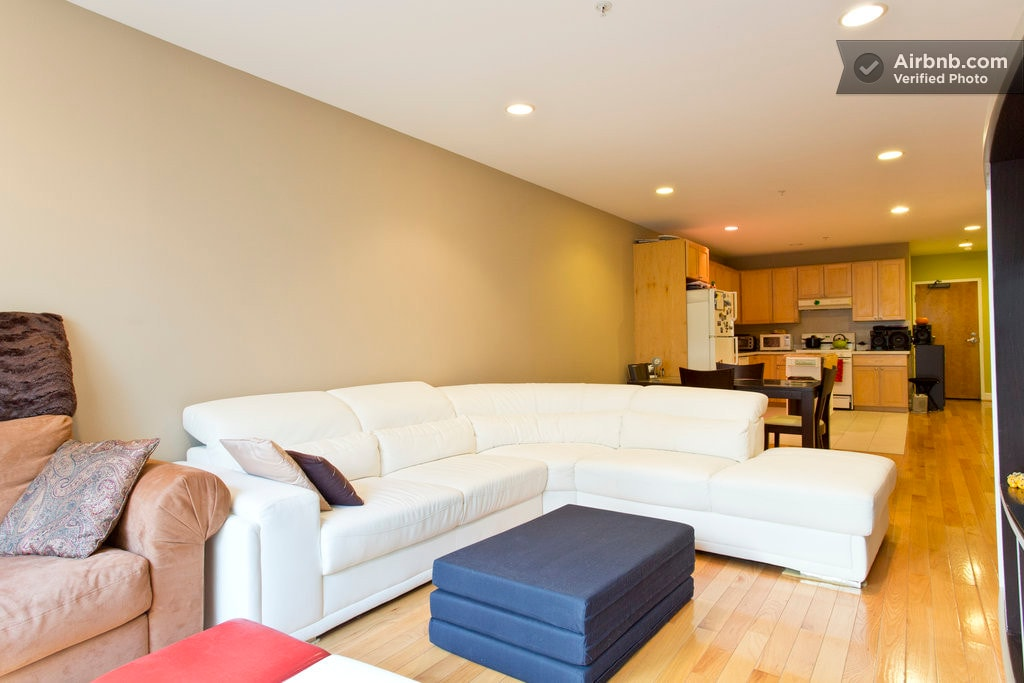 Living room/ elegant white sofa