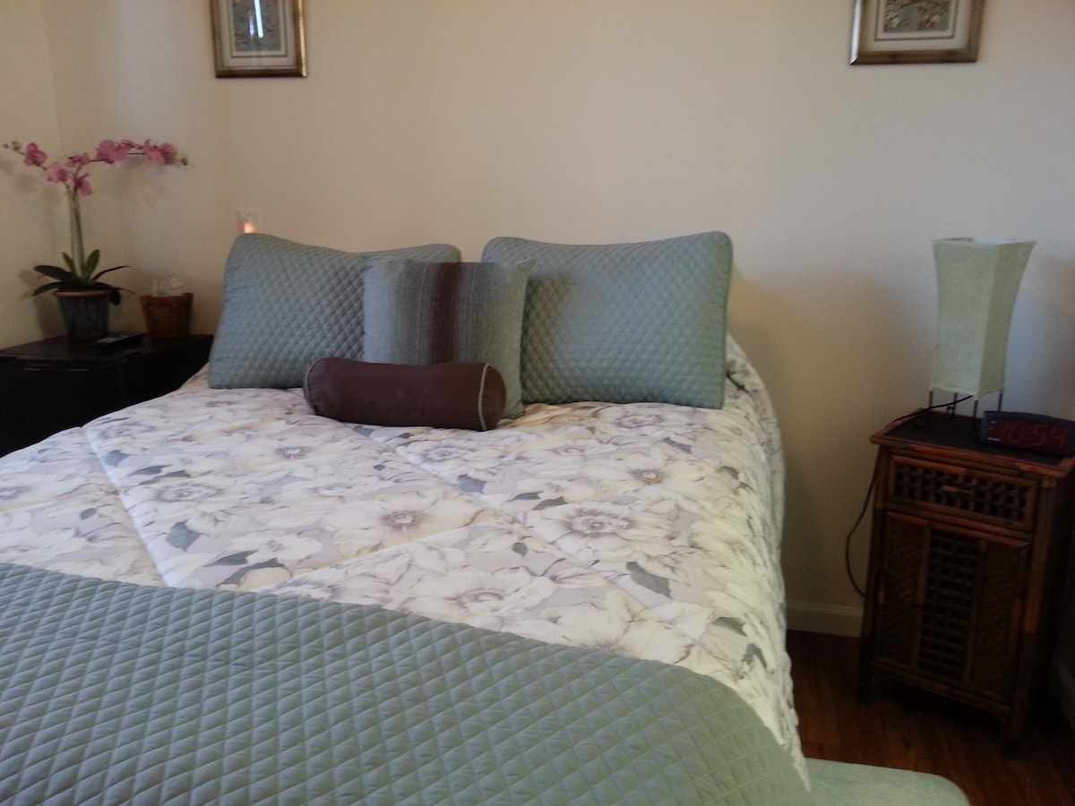 Comfy queen size bed in Plumeria room