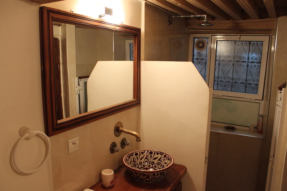 Lovely traditional style ceramic sink