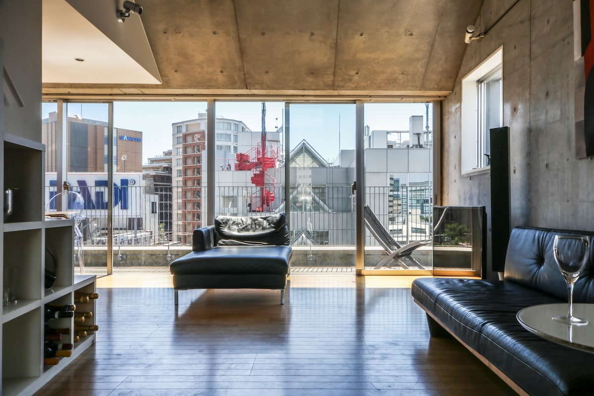 Penthouse in the Midst of Tokyo