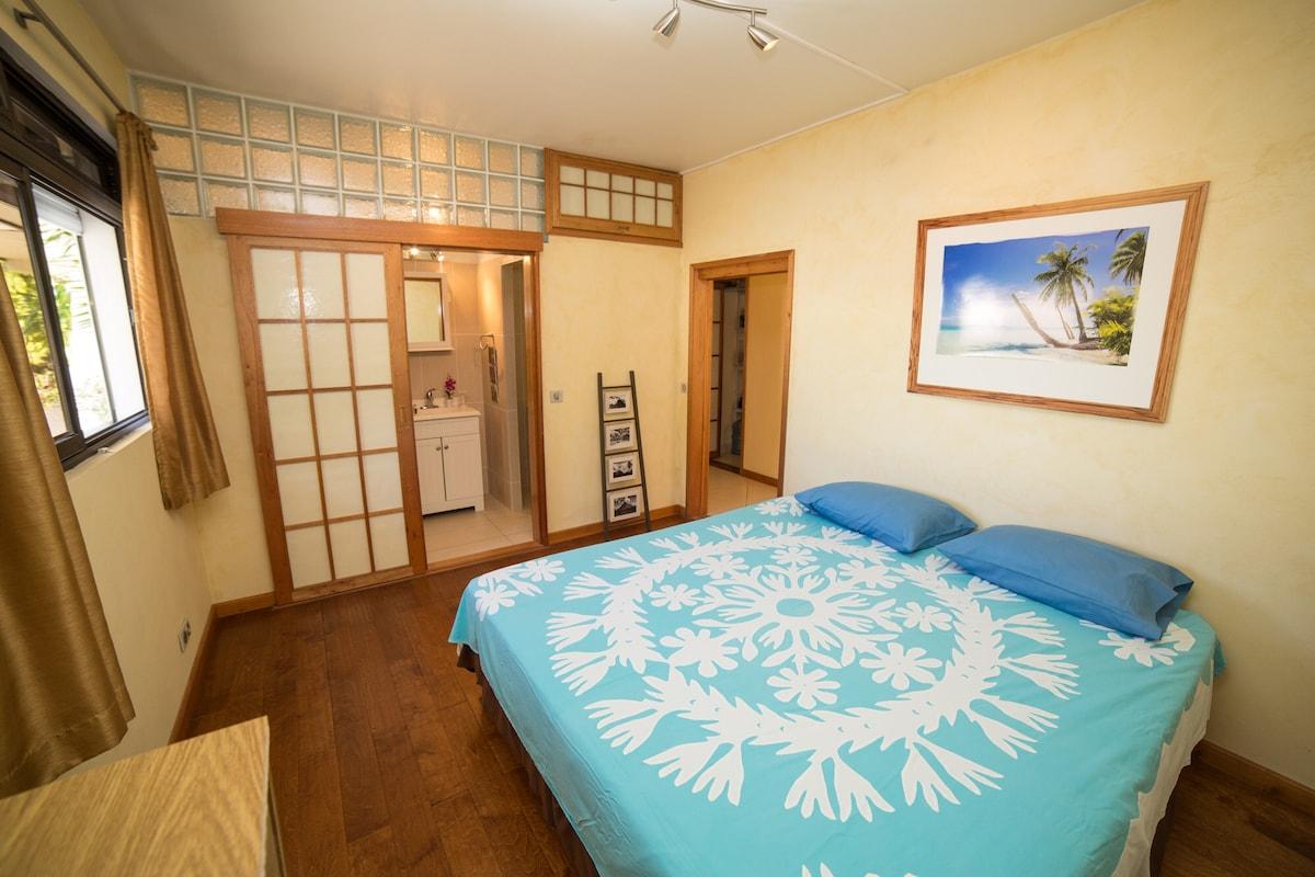 Pretty room facing lagoon